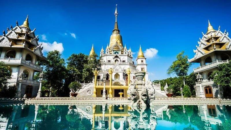 Chụp ảnh áo dài tết ở chùa Bửu Long Quận 9